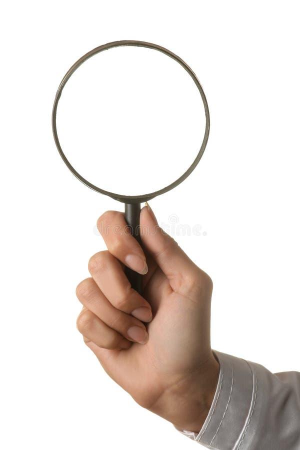 Vrouw de hand van de arts houdt een vergrootglas op een wit geïsoleerde achtergrond De gebaren van de hand stock afbeeldingen