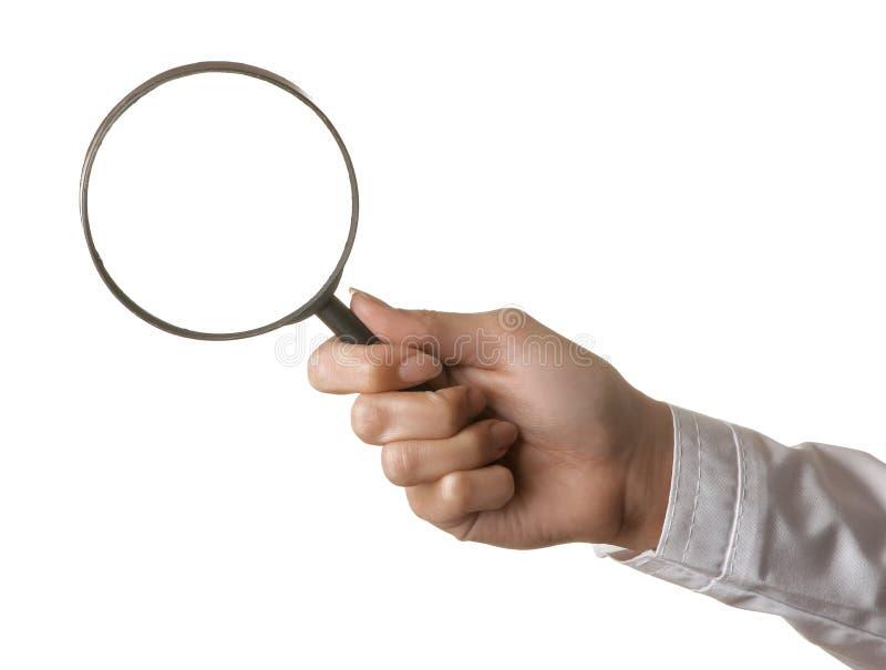 Vrouw de hand van de arts houdt een vergrootglas op een wit geïsoleerde achtergrond De gebaren van de hand royalty-vrije stock afbeelding