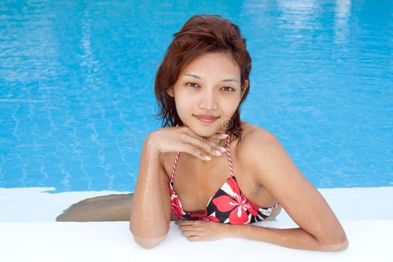 Vrouw in de pool royalty-vrije stock foto's