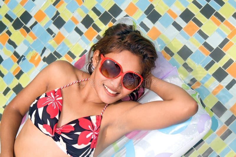 Vrouw in de pool royalty-vrije stock foto
