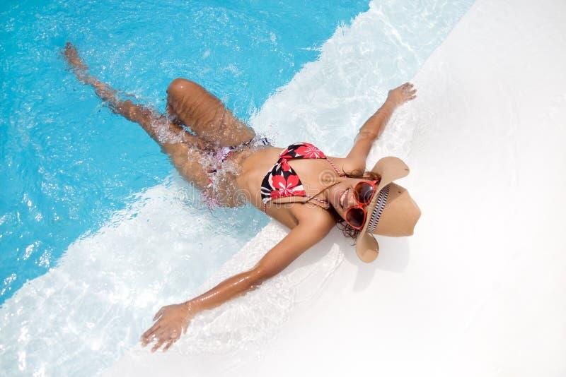Vrouw in de pool royalty-vrije stock afbeelding