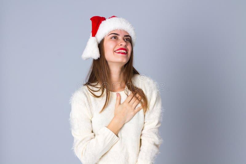 Vrouw in de rode hoed van Kerstmis stock afbeeldingen