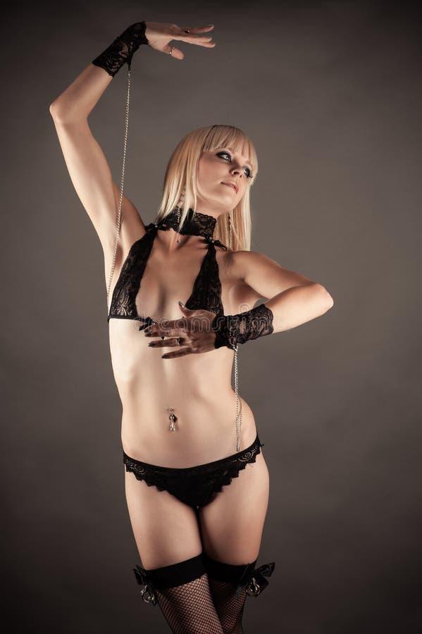 Vrouw in de rol van marionet het dansen stock foto