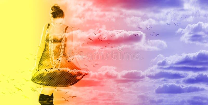 Vrouw in de wolken op vogels royalty-vrije stock afbeeldingen