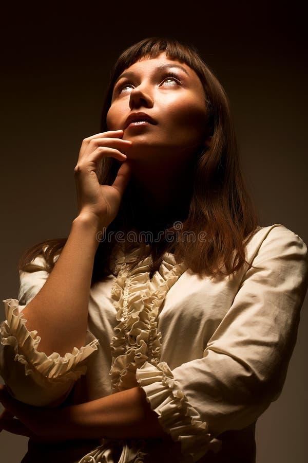 Vrouw die aan de toekomst kijkt royalty-vrije stock foto