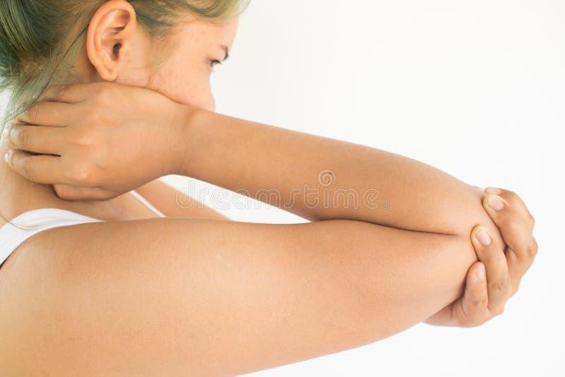 Vrouw die aan elleboogpijn lijden royalty-vrije stock fotografie