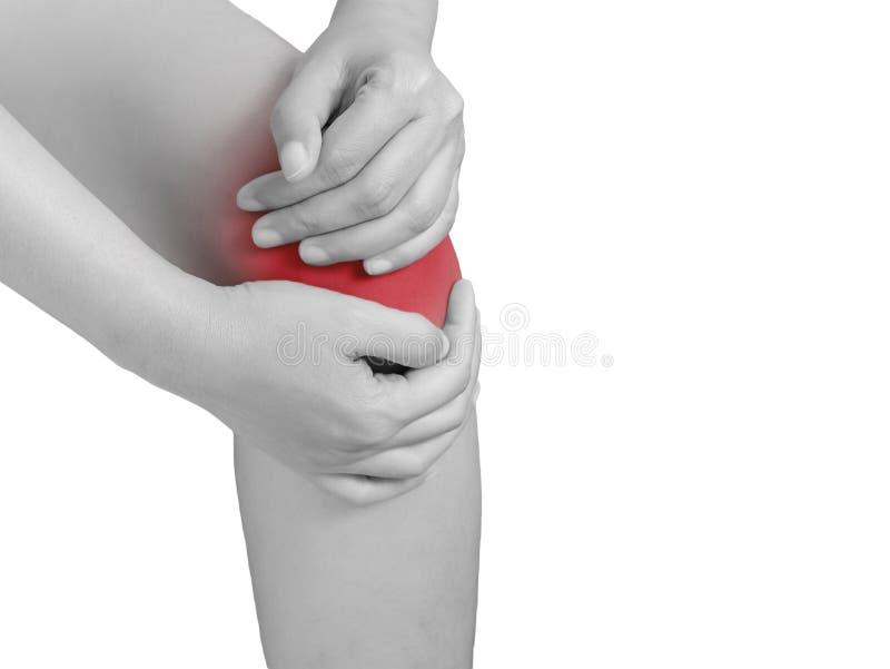 Vrouw die aan kniepijn lijden, gezamenlijke pijnen monotoonhoogtepunt stock foto's
