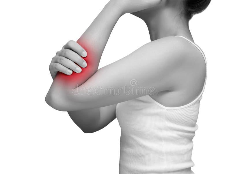 Vrouw die aan wapenpijn lijden, pijnlijk in wapenspieren monotoon stock afbeeldingen