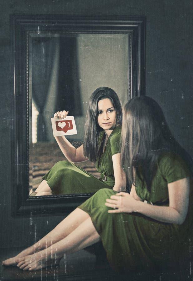 Vrouw die aandacht zoeken royalty-vrije stock foto