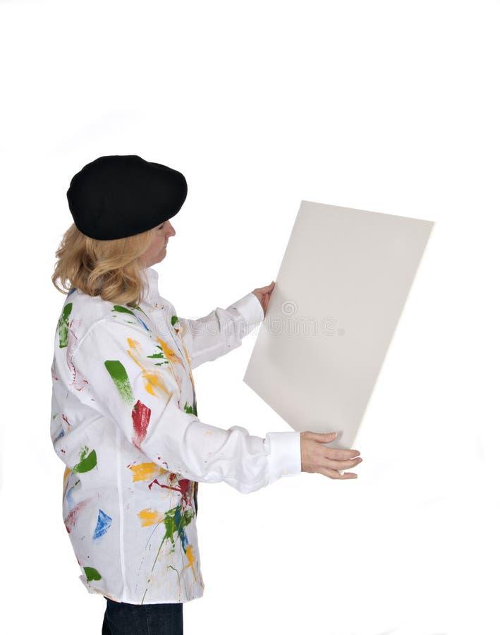 Vrouw die affiche bekijkt royalty-vrije stock foto's