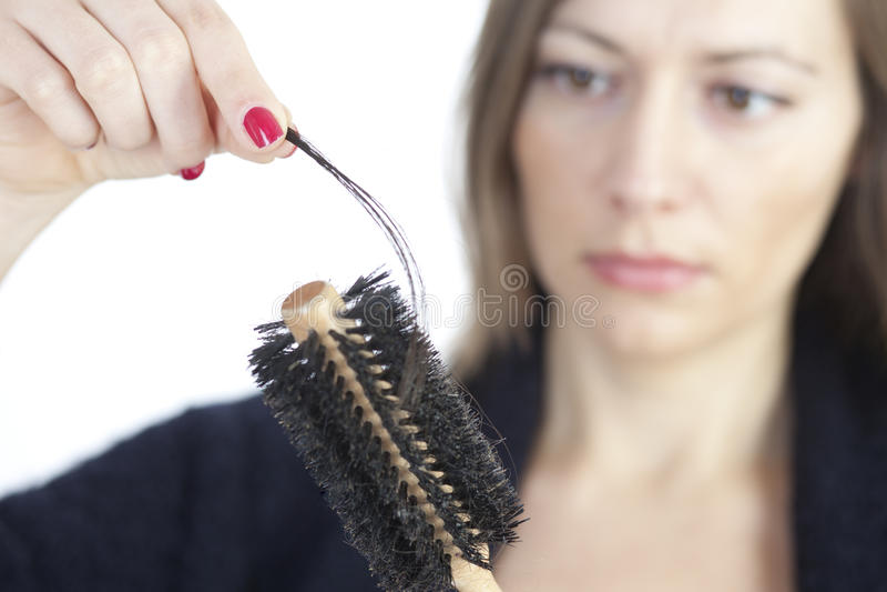 Vrouw die als haarverlies controleert stock afbeelding