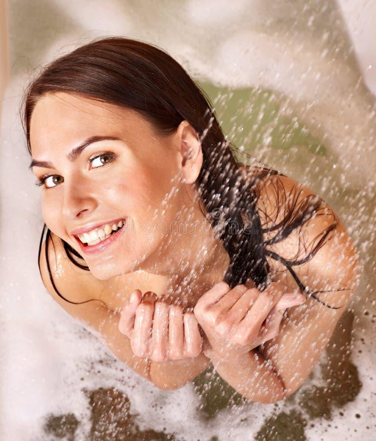Vrouw die bad neemt. royalty-vrije stock fotografie