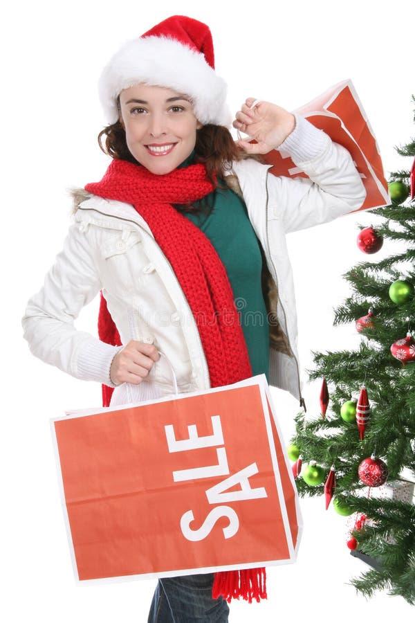 Vrouw die bij Kerstmis winkelt stock fotografie