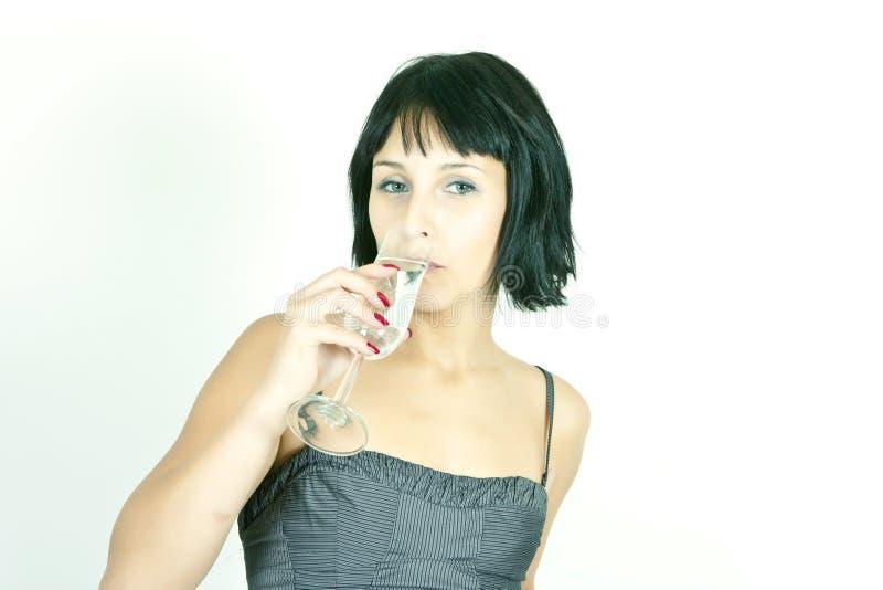 Vrouw die Champagne drinkt stock afbeelding
