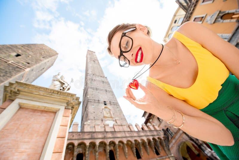 Vrouw die in de stad van Bologna reizen royalty-vrije stock afbeeldingen