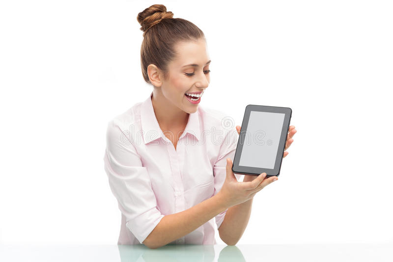 Vrouw Die Digitale Tablet Houdt Royalty-vrije Stock Foto