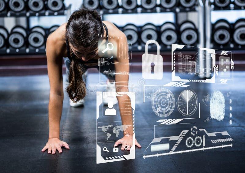 Vrouw die duw op oefening in gymnastiek en geschiktheidsinterface doen stock foto's