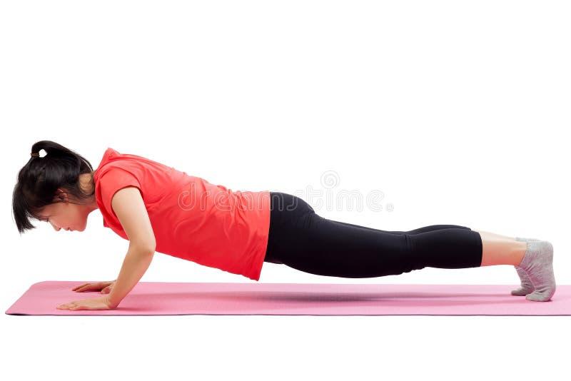 Vrouw die duw op training doen stock afbeeldingen