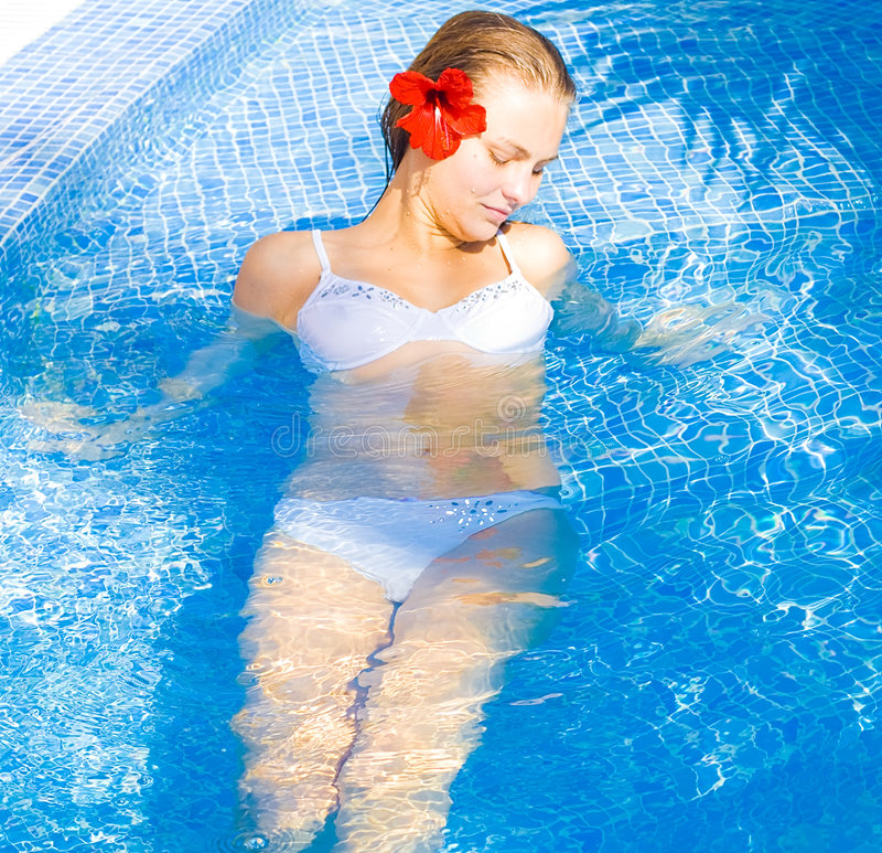 Vrouw die een bad heeft royalty-vrije stock foto's