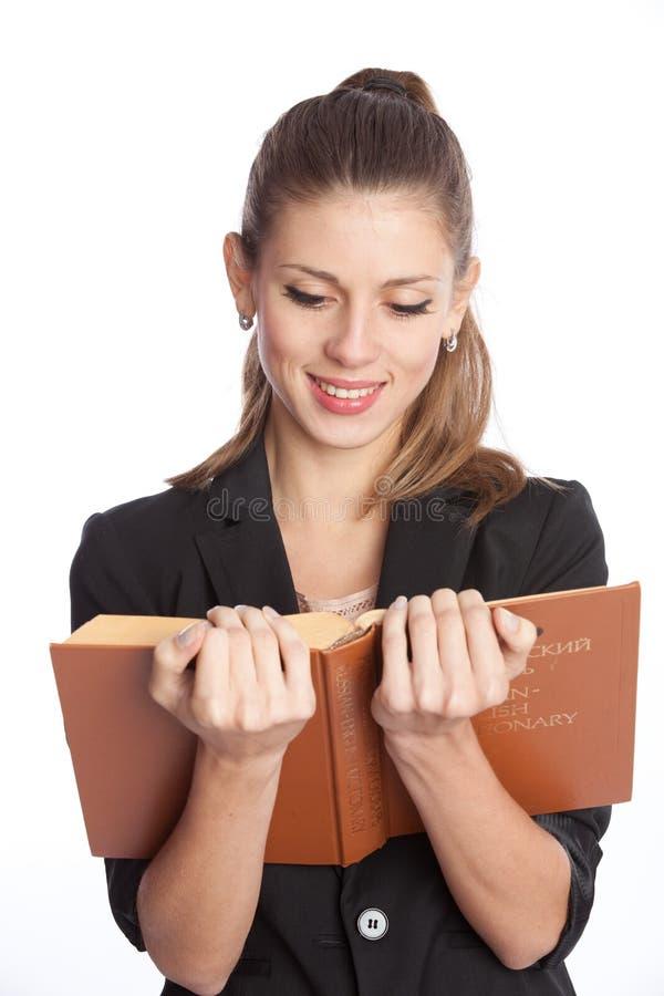 Vrouw die een boek leest stock foto's