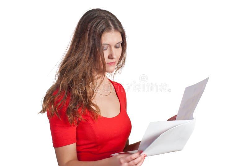 Vrouw die een document leest stock afbeelding