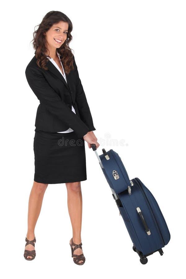 Vrouw die een dragen- geval trekt stock fotografie