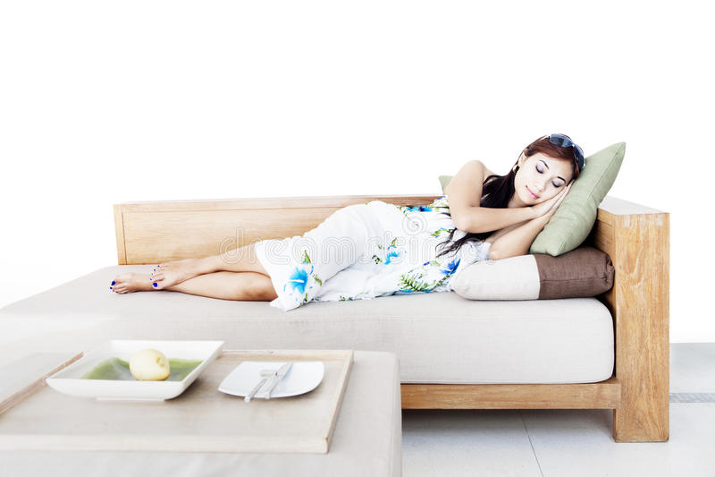 Vrouw die een dutje neemt royalty-vrije stock foto's