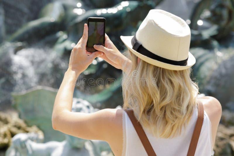 Vrouw die een Foto nemen stock fotografie