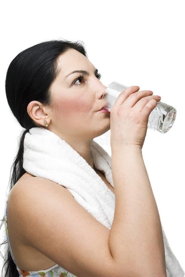 Vrouw Die Een Glas Water Drinkt Royalty-vrije Stock Afbeeldingen