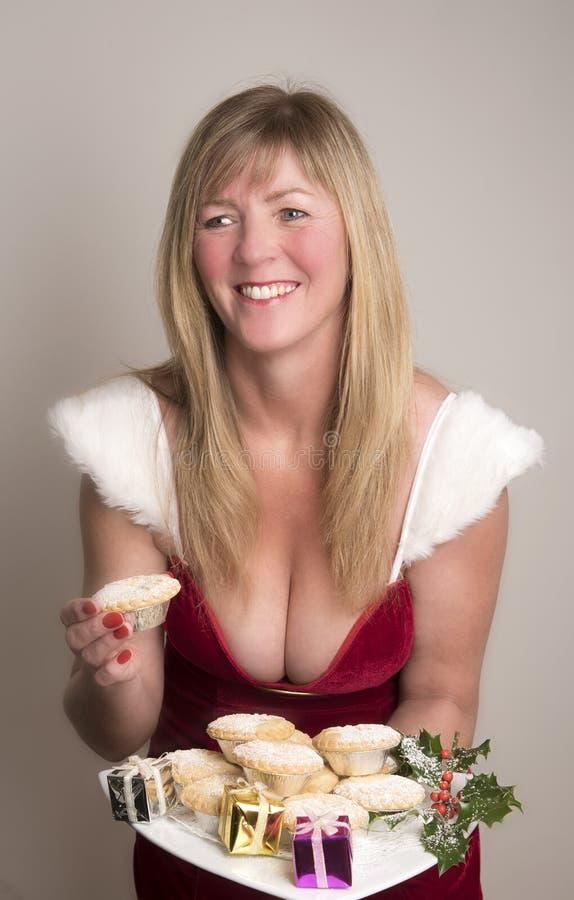 Vrouw die een Mince pastei eten royalty-vrije stock fotografie