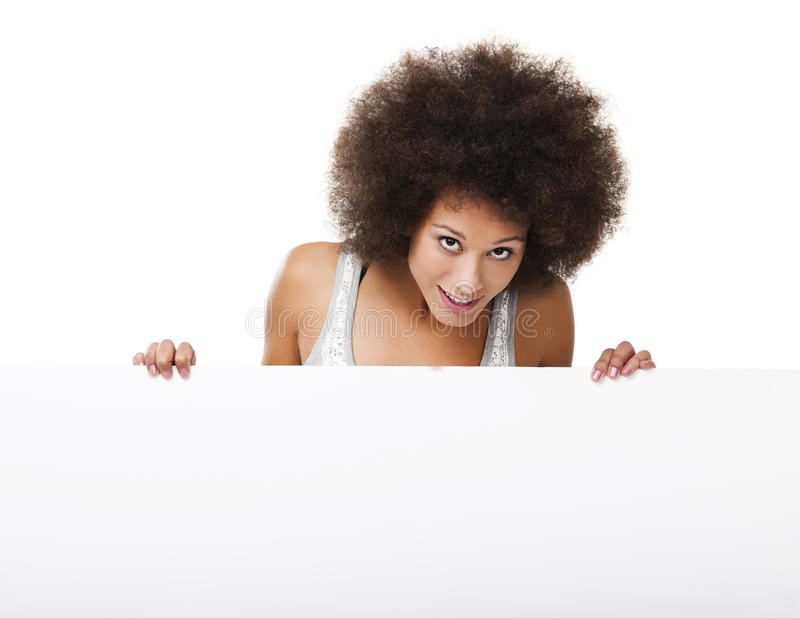 Vrouw die een wit aanplakbord houden stock foto
