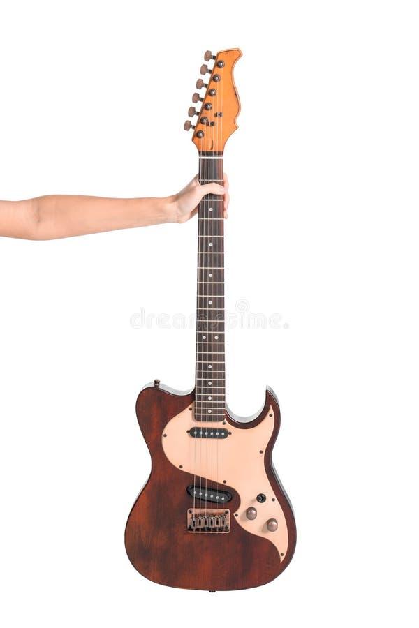 Vrouw die elektrische gitaar op witte achtergrond houden stock fotografie