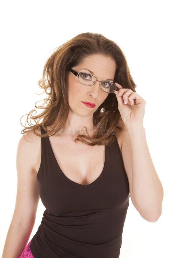 Download Vrouw Die En Rand Van Glazen Houden Kijken Stock Afbeelding - Afbeelding bestaande uit bediende, lippenstift: 29508743