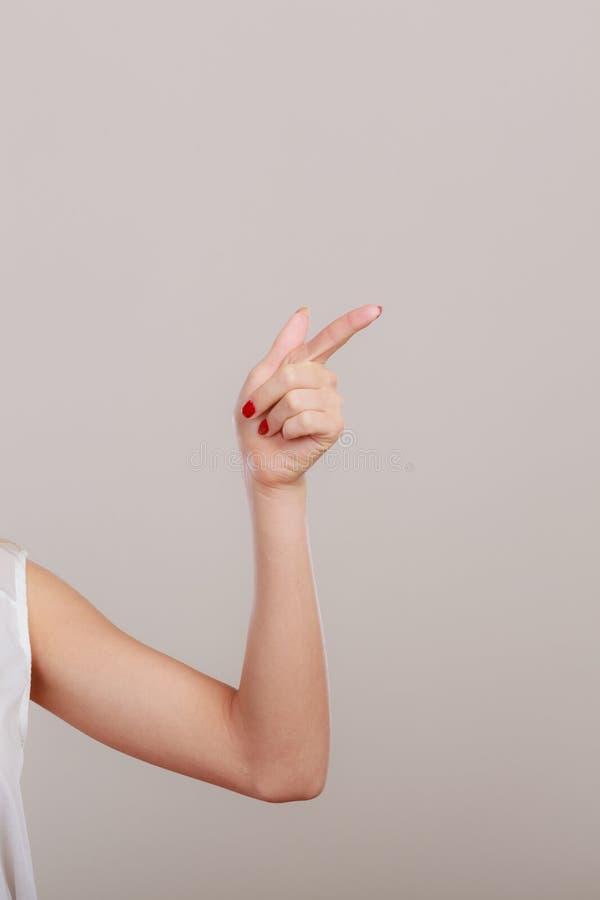 Download Vrouw Die Exemplaarruimte Tonen Die Met Vinger Richten Stock Afbeelding - Afbeelding bestaande uit leeg, ruimte: 54091373