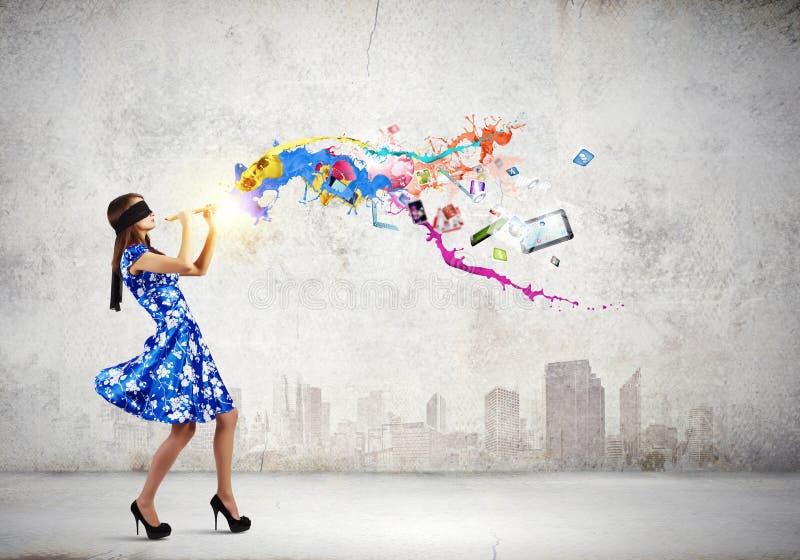 Vrouw die Fife spelen stock fotografie