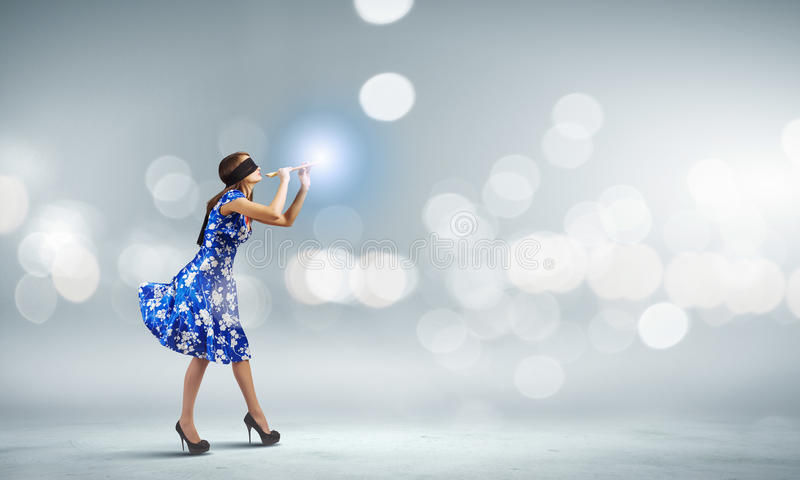 Vrouw die Fife spelen royalty-vrije stock foto's