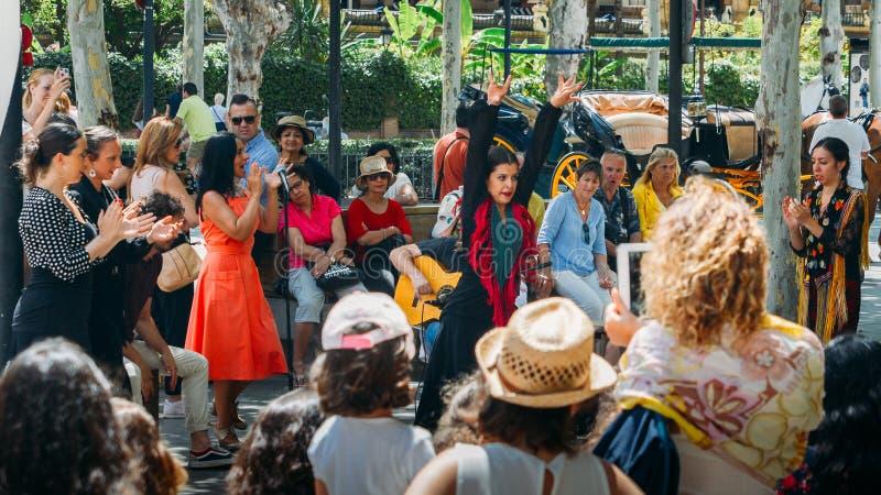 Vrouw die flamencodans in Sevilla, Spanje uitvoeren royalty-vrije stock fotografie