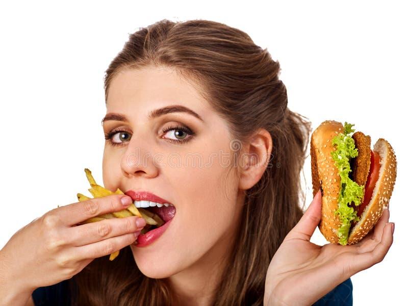Download Vrouw Die Frieten En Hamburger Op Lijst Eten Stock Foto - Afbeelding bestaande uit meeneem, eating: 107706400
