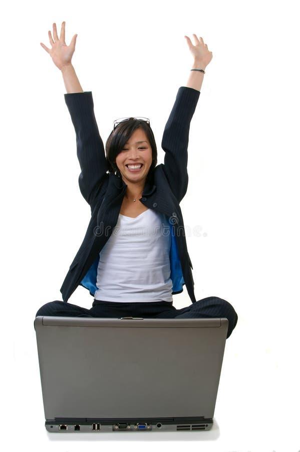 Vrouw die gelukkig kijkt royalty-vrije stock fotografie