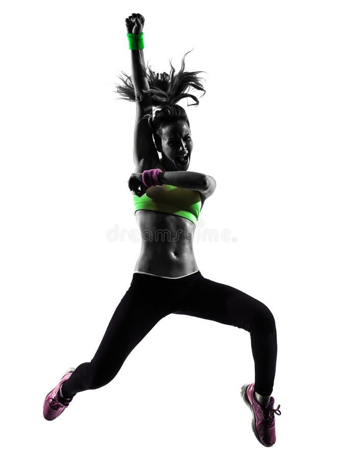 Vrouw die geschiktheidszumba dansend het springen silhouet uitoefenen stock foto's