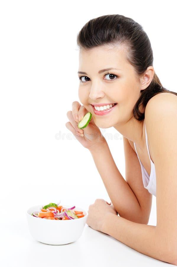 Vrouw die gezonde salade eet royalty-vrije stock foto's