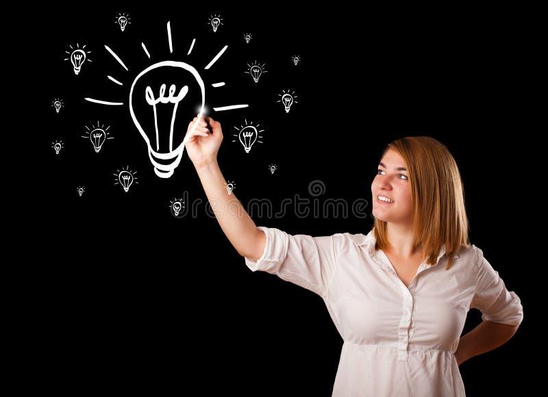 Download Vrouw Die Gloeilamp Trekken Op Whiteboard Stock Afbeelding - Afbeelding bestaande uit creativiteit, tekening: 39101601