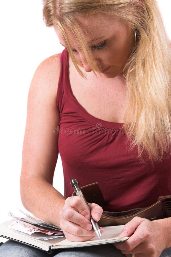 Vrouw die haar admininstration doet stock afbeeldingen