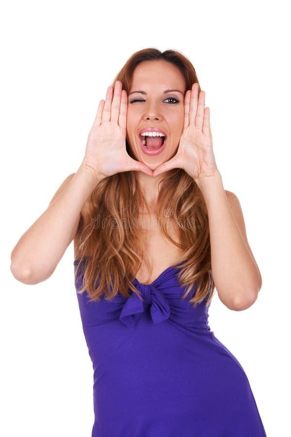 Vrouw die haar gezicht met haar handen frame Zij knipoogt stock fotografie