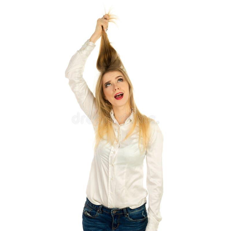 Vrouw die haar haar met handen houden royalty-vrije stock foto
