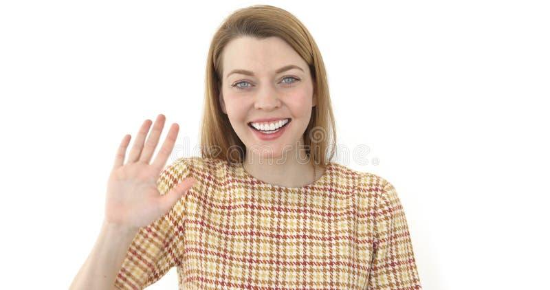 Vrouw die hallo, golvend haar hand Positief meisje zeggen royalty-vrije stock afbeeldingen