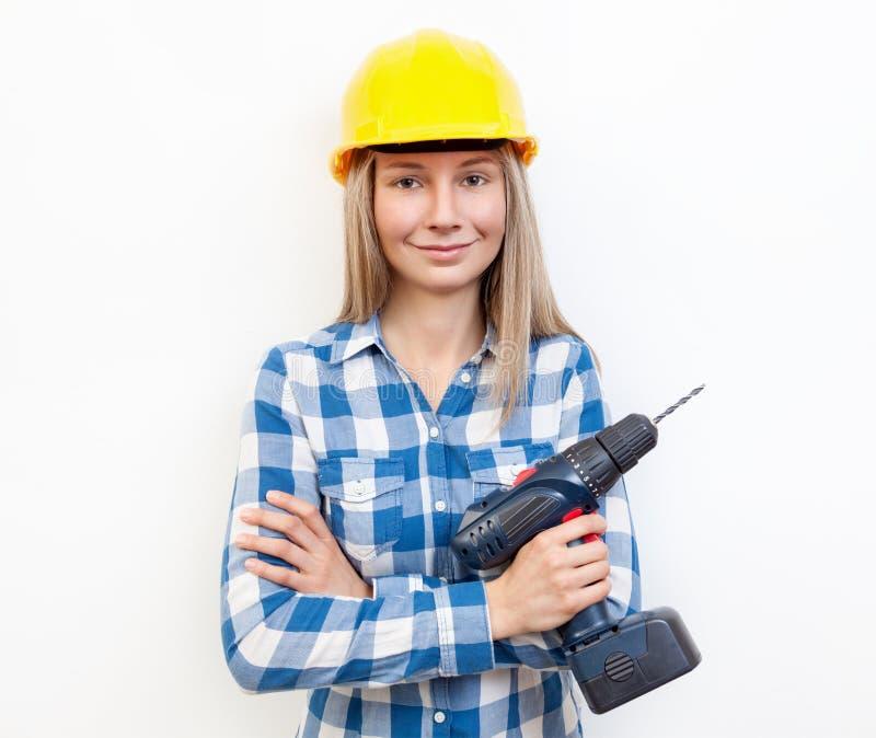 Vrouw die het DIY-werk doen en beschermende helm dragen royalty-vrije stock foto