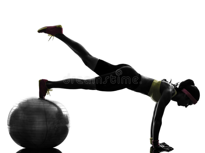 Vrouw die het silhouet van de de plankpositie van de geschiktheidstraining uitoefenen stock afbeelding