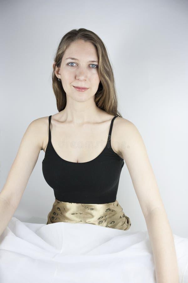 Vrouw die hoepelrok dragen stock foto's