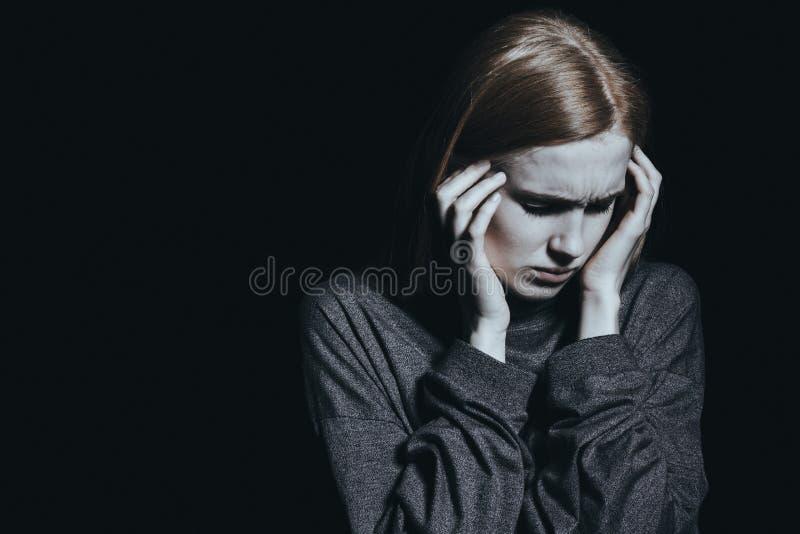 Vrouw die hoofdpijn heeft royalty-vrije stock foto